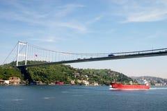 Passerelle au-dessus de détroit de Bosporus Photographie stock