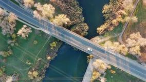 Passerelle au-dessus de fleuve banque de vidéos