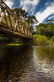 Passerelle au-dessus de fleuve Photos stock