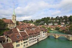 Passerelle au-dessus de fleuve d'Aare à Berne, Suisse Photographie stock libre de droits