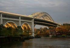 Passerelle au-dessus de fleuve de Cuyahoga Image stock