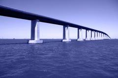 Passerelle au-dessus de fleuve de San Joaquin photographie stock libre de droits