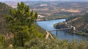 Passerelle au-dessus de fleuve de Tagus Images libres de droits