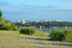 Passerelle au-dessus de fleuve de Vistula Infrastructure de transport dans Grud Photo stock
