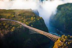 Passerelle au-dessus de Victoria Falls image libre de droits