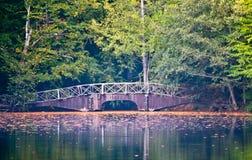 Passerelle au-dessus du fleuve Photographie stock