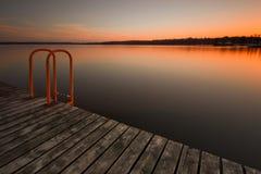 Passerelle avec le coucher du soleil Photos libres de droits