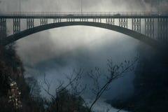 Passerelle brumeuse Photo libre de droits