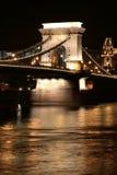 passerelle Budapest s à chaînes image stock