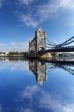 Passerelle célèbre de tour à Londres, R-U Photo libre de droits