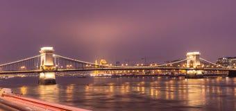 Passerelle ? cha?nes Budapest images libres de droits