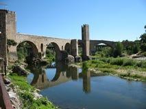 Passerelle chez Besalu, Espagne Images libres de droits
