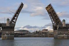 Passerelle d'attraction au-dessus de fleuve de Williamette Photos libres de droits