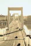 Passerelle d'Elizabeth, Budapest dans la couleur d'or Photographie stock libre de droits