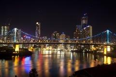 Passerelle d'histoire et centre de la ville de Brisbane Images stock