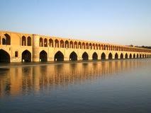 Passerelle d'Isphahan au crépuscule en Iran Image stock