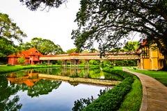 Passerelle dans le jardin de la Thaïlande Photographie stock libre de droits