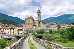 Passerelle de bossu. Bobbio. l'Emilia-romagna. l'Italie. Image libre de droits