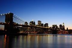 Passerelle de Brooklyn au crépuscule Photographie stock libre de droits