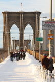 Passerelle de Brooklyn avec la neige Photos stock