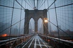 Passerelle de Brooklyn en hiver Photos libres de droits