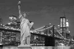Passerelle de Brooklyn et la statue de la liberté Images stock