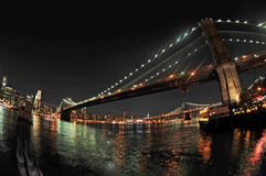 Passerelle de Brooklyn la nuit Images stock