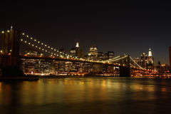 Passerelle de Brooklyn la nuit Photographie stock libre de droits