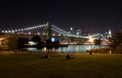 Passerelle de Brooklyn la nuit Photos libres de droits