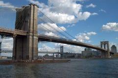 Passerelle de Brooklyn, Manhattan Images stock