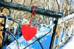 Passerelle de cadenas d'amour et de coeur Images libres de droits