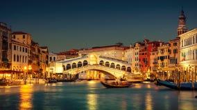 Passerelle de canal grand et de Rialto, Venise Photo stock
