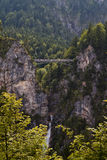 Passerelle de château de Neuschwanstein Photos stock