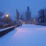 Passerelle de Charles en hiver Images libres de droits