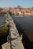 Passerelle de Charles et château de Prague Photo libre de droits