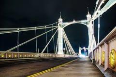Passerelle de Chelsea la nuit photos stock