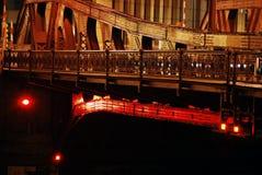 Passerelle de Chicago par nuit Photographie stock libre de droits