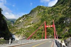 Passerelle de Cimu en stationnement national de Taroko photographie stock