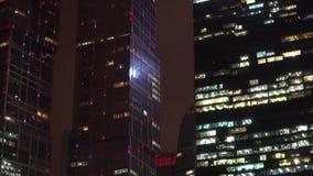 Passerelle de compartiment à San Francisco, CA District financier Gratte-ciel moderne La vue bourdonnent dedans et  banque de vidéos