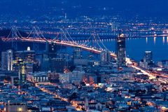 Passerelle de compartiment de San Francisco-Oakland la nuit Photo stock