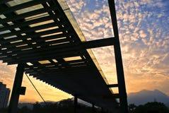 Passerelle de coucher du soleil images libres de droits