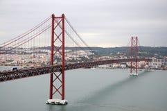 passerelle de 25 de abril à Lisbonne Images stock