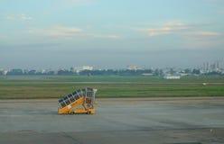 Passerelle de l'avion chez Tan Son Nhat Airport Image libre de droits