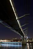 Passerelle de millénium la nuit Image libre de droits