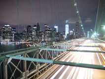 Passerelle de New York, Brooklyn la nuit Photos libres de droits