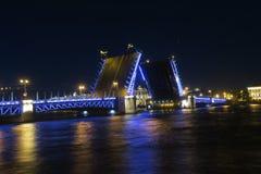 Passerelle de palais la nuit photo libre de droits
