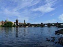 Passerelle de Prague - de Charles Photographie stock libre de droits
