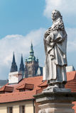 Passerelle de Prague - de Charles - statue de rue Philip Benizi Photo stock