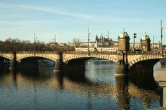 Passerelle de Prague de République Tchèque de l'Europe Images libres de droits