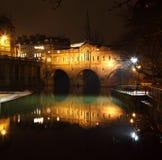 Passerelle de Pulteney à Bath Photos stock
